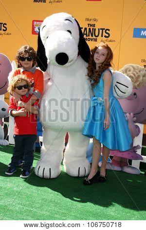 LOS ANGELES - NOV 1:  August Maturo, his Ocean Maturo, Francesca Capaldi at the