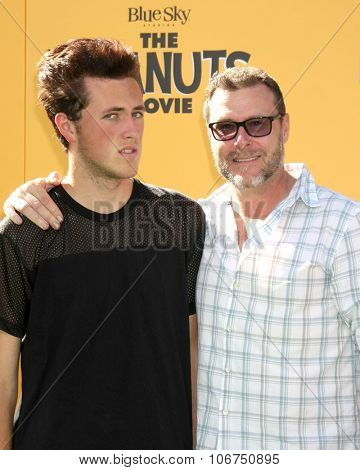 LOS ANGELES - NOV 1:  Jack McDermott, Dean McDermott at the