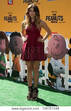 LOS ANGELES - NOV 1:  Sofia Reyes at the