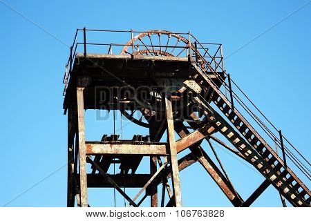 Mine shaft hoist wheel