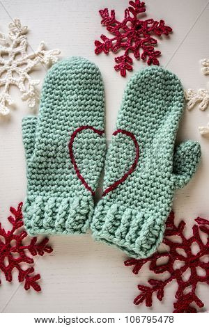 crocheted warm gloves in contrast