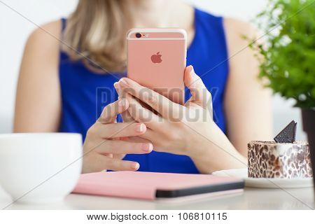 Woman Holding Iphone 6S Rose Gold In Cafe
