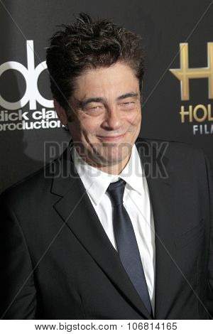 LOS ANGELES - NOV 1:  Benicio Del Toro at the 19th Annual Hollywood Film Awards at the Beverly Hilton Hotel on November 1, 2015 in Beverly Hills, CA