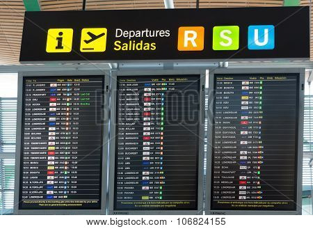 Board departures in Madrid Barajas Airport