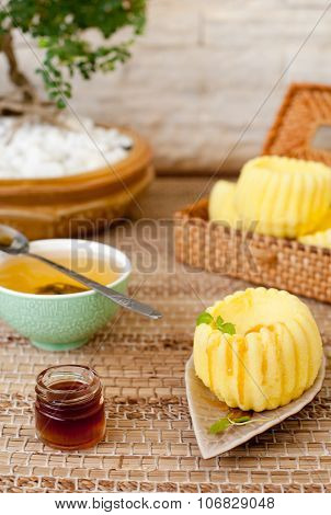 Traditional asian rice cake with honey and green tea