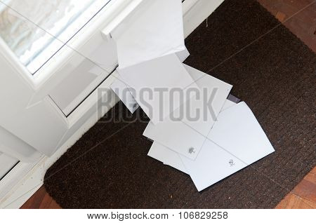 Letter box with mail