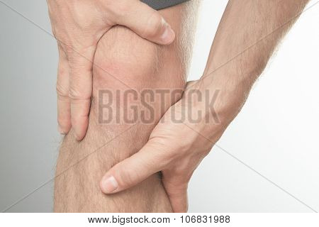 knee cap to show pain and injury