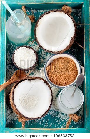Coconut with coconut oil, water, sugar and flakes