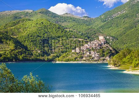 beautiful medieval villages (borgo) of Italy- Castel di Tora and