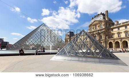 Parlis Louvre
