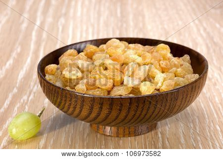 White Seedless Grapes And Raisins