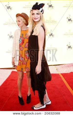 LOS ANGELES - OCT 10:  Mischa Barton and her sister arriving at the Veuve Cliquot Polo Classic Los Angeles at Will Rogers Park, Los Angeles, California on October 10,  2010.