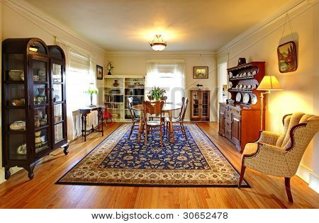 Cute Old  House Dining Room With English Style.