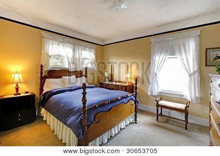 elegante alte englische Stil Schlafzimmer gelb und blau.