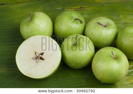 delicious healthy fresh green apples