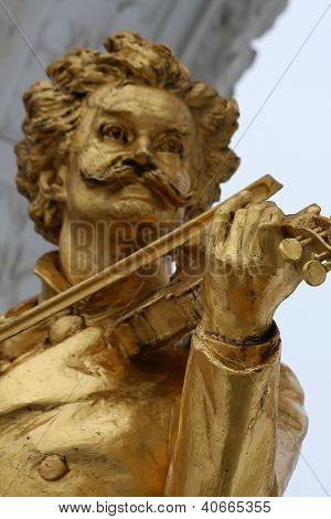 Statue of Johann Strauss in stadtpark in Vienna Austria