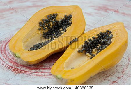 Cut papaya showing the seeds