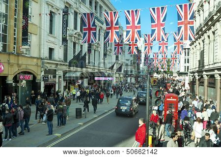 London crowded Oxford street