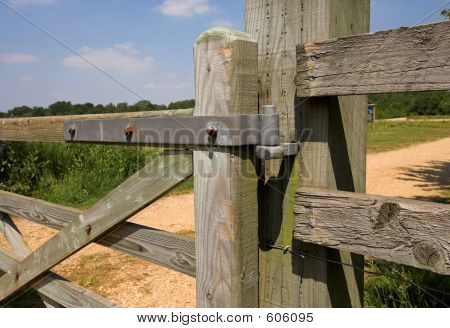 Hinge On Gate
