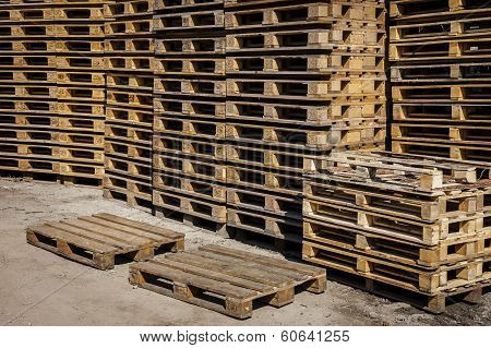 Transport pallets in stacks.