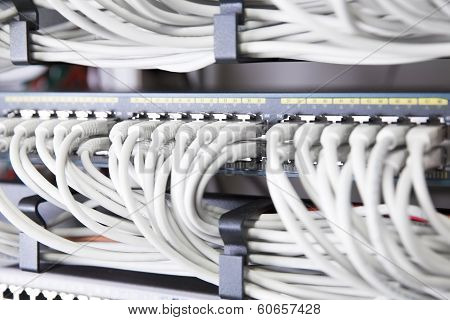 Network switch in large datacenter