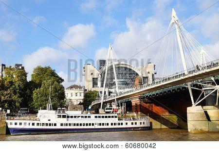 Millenium bridge in London City, Great Britain, Europe