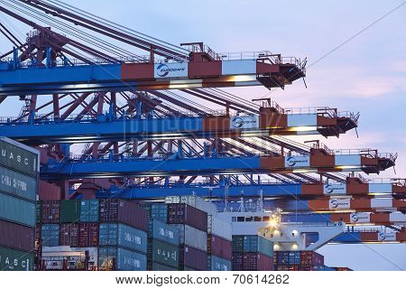 Hamburg-walterhof - Container Gantry Cranes In The Evening
