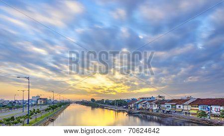 Dawn on Tau Hu canal
