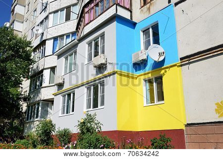 Bila Tserkva, Ukraine - August 23 : The Ukrainian People Painted Their Houses In Colors Of The Ukrai