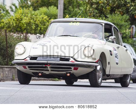 Old Racing Car  Citroen DS 19 1957 n Mille Miglia 2014