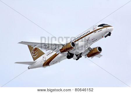 Tsentr-yug Aviakompania Sukhoi Superjet 100-95B