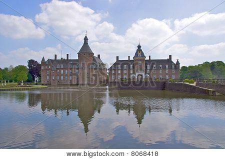 Reflection Wasserburg Anholt