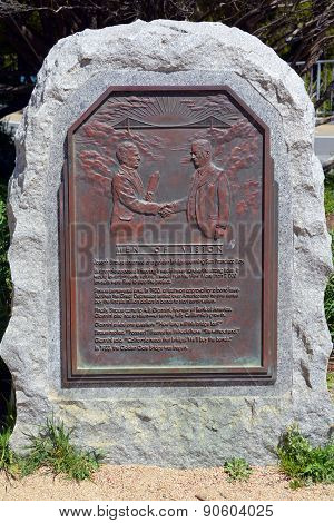 Golden gate bridge memorial plaque