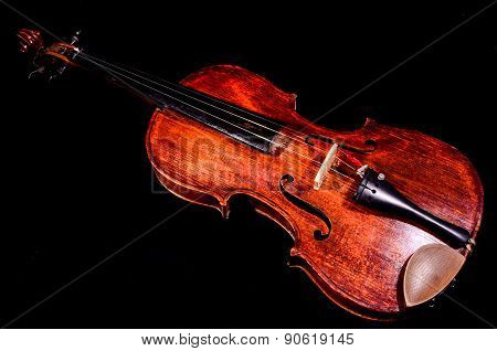 Classical shape wood vintage violin