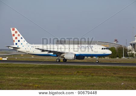 Frankfurt International Airport - Airbus A320 Of Croatia Airlines Takes Off