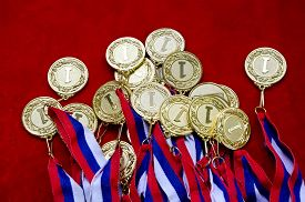 foto of gold medal  - Many gold medals with tricolor ribbons close - JPG