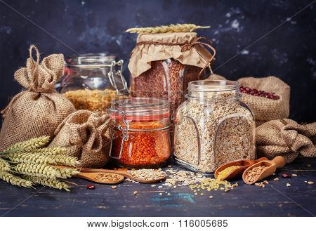 Cereal grains, oatmeal, yellow peas, red lentils, beanso