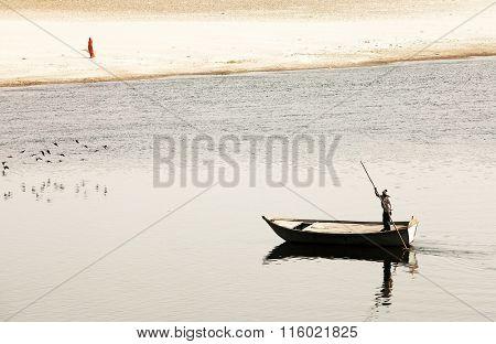 Boat on Yamuna river, near Taj Mahal, India, Asia