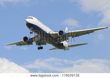 Flying aircraft Boeing 767 (EI-RUZ) to Transaero