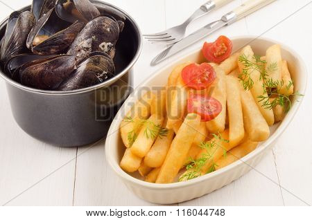 French Fries With Tomato And Mussel In A Pot