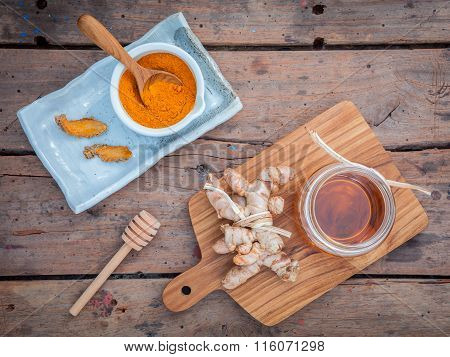 Alternative Skin Care - Homemade Scrubs Curcumin Powder,honey And Curcumin Roots Set Up On Old Woode
