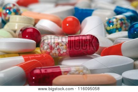 Multi-colored tablets and medicines