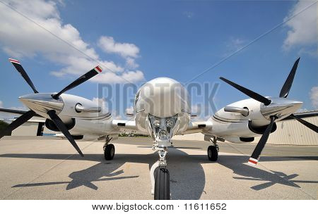 Twin engine airplane