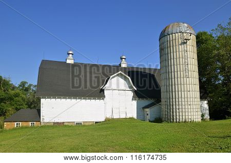 Huge dairy barn with drive-in hay loft