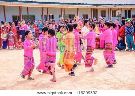 SHAN MYANMAR - JANUARY 07 : Unidentified girl traditional dance in School carnival at Doi Tai Leng Shan State Myanmar on January 07 2016