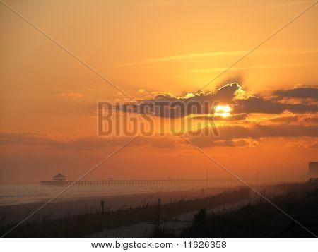 Folly Beach Pier ao pôr do sol