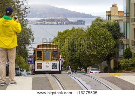 Street Cable Car In San Francisco Going Downhill To Meeting Alcatraz Prison At The Top Of Hyde Str.