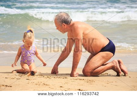 Grandpa Little Girl Sit On Wet Sand Look At Shell By Surf