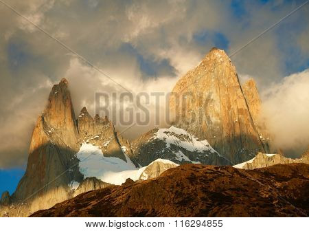 Fitz Roy mountain in sunrise lights. Los Glaciares National Park, Patagonia, Argentina