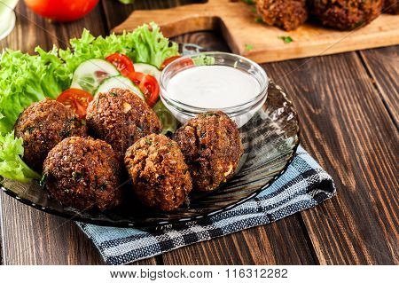 Chickpea Falafel Balls With Vegetables